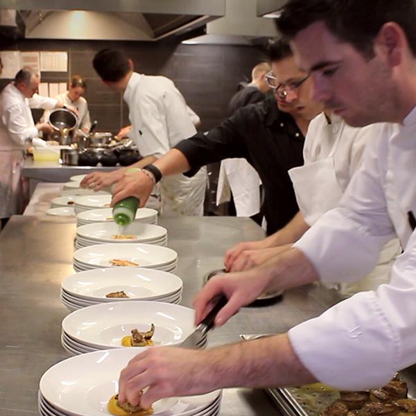 Réalisation d'une vidéo pour le restaurant gastronomique La Suite à La Rochelle. Mehdi Mellouk, Réalisateur et Graphiste.